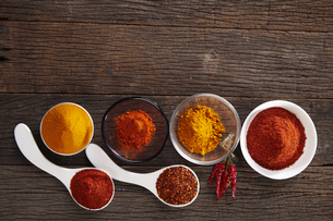 Close-up Of Various Spices In Spoons On Tableの写真素材 [FYI04432852]