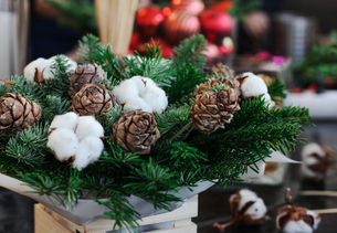 Close-up Of Christmas Decorations On Tableの写真素材 [FYI04433268]