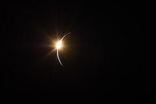 フレアの光イメージの写真素材 [FYI04434717]