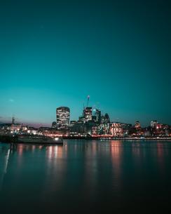 Illuminated Buildings In City At Nightの写真素材 [FYI04434907]