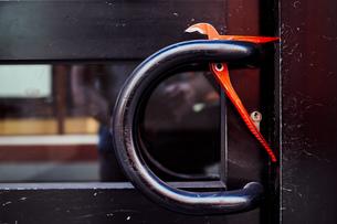 Close-up Of Work Tool On Metallic Door Handleの写真素材 [FYI04439461]
