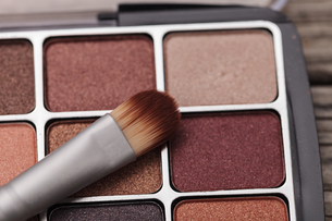 Close-up Of Eyeshadow With Brushの写真素材 [FYI04445856]