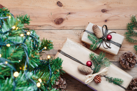 Christmas Gifts On Tableの写真素材 [FYI04445982]