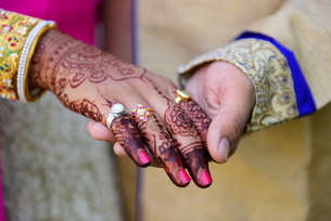 Midsection Of Bride And Bridegroom Holding Handsの写真素材 [FYI04447449]
