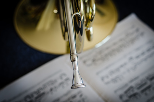 Close-up Of Musical Instrument With Sheet Music On Tableの写真素材 [FYI04448567]