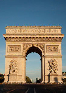 Low Angle View Of Arc De Triompheの写真素材 [FYI04449917]