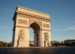 Low Angle View Of Arc De Triompheの写真素材 [FYI04449919]