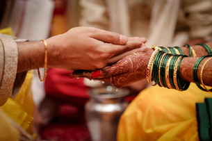 Cropped Hands Of Couple During Wedding Ceremonyの写真素材 [FYI04452604]