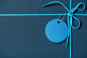 Close-up Of Blue String Tied On Gift Boxの写真素材 [FYI04453833]
