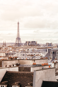 Buildings In City Against Cloudy Skyの写真素材 [FYI04454672]