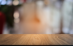 Close-up Of Wooden Tableの写真素材 [FYI04455122]
