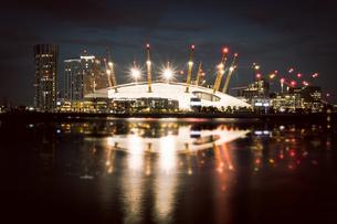 Illuminated City At Nightの写真素材 [FYI04459692]