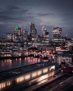 Illuminated City At Nightの写真素材 [FYI04459693]