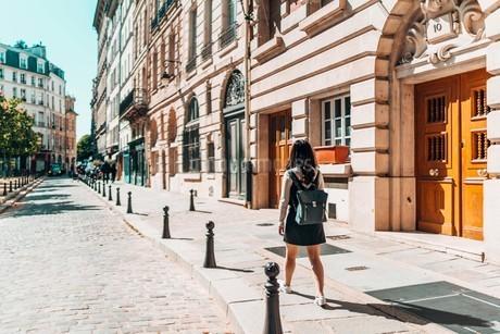Woman Walking On Sidewalk By Buildingsの写真素材 [FYI04466083]