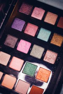 Full Frame Shot Of Multi Colored Eyeshadow Paletteの写真素材 [FYI04467821]