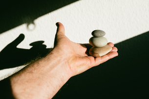 High Angle View Of Hand Holding Pebble Stonesの写真素材 [FYI04472273]