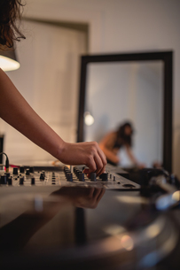 Cropped Hand Of Woman Playing Sound Mixer At Homeの写真素材 [FYI04475830]