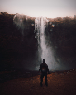 Rear View Of Man Looking At Waterfallの写真素材 [FYI04477664]