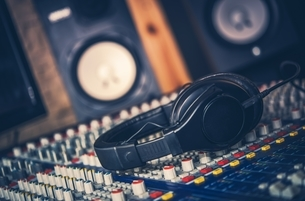 Close-up Of Headphones On Sound Mixerの写真素材 [FYI04479395]