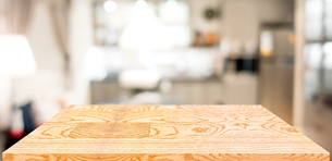 Wooden Table In Homeの写真素材 [FYI04479448]