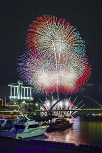 名古屋港ガーデンふ頭花火の写真素材 [FYI04482256]