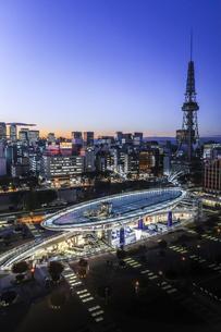オアシス21と名古屋テレビ塔の夕景の写真素材 [FYI04482267]