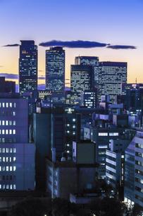 マジックアワー時の名古屋駅周辺高層ビル群を望むの写真素材 [FYI04482273]