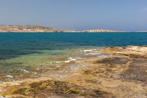 地中海の岩礁とセントポールズベイの写真素材 [FYI04482780]