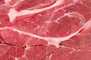 牛肉赤身肩ロース(ステーキ肉)クローズアップの写真素材 [FYI04483155]