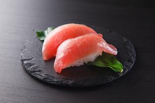 まぐろの握り寿司の写真素材 [FYI04483260]