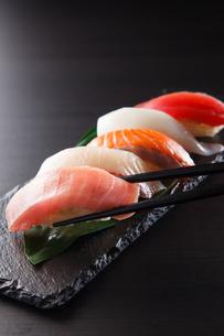 握り寿司の盛り合わせの写真素材 [FYI04483271]