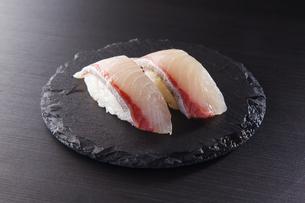 かんぱちの握り寿司 二貫の写真素材 [FYI04483275]