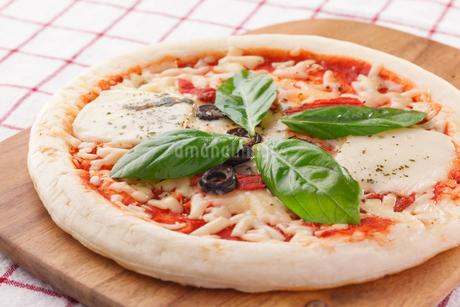 マルゲリータピザの写真素材 [FYI04483279]