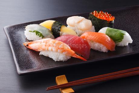 握り寿司の盛合わせの写真素材 [FYI04483704]