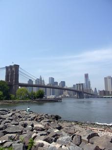 ニューヨークのブルックリン橋とイースト川 Brooklyn bridge &East river in N.Y. U.S.A   の写真素材 [FYI04483829]