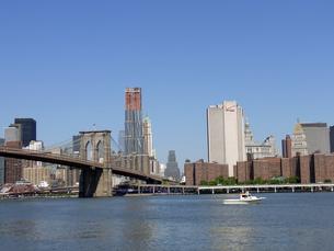 ニューヨークのブルックリン橋とイーストリバー Brooklyn bridge&East river inN.Y.C  U.S.A  の写真素材 [FYI04483830]