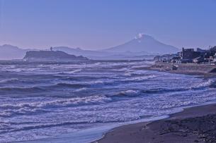江ノ島と富士山の写真素材 [FYI04484019]