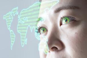 女性の目のアップとCGの地図の写真素材 [FYI04484334]