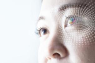 女性の目のアップの写真素材 [FYI04484341]