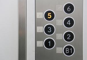 エレベータのボタンの写真素材 [FYI04484592]
