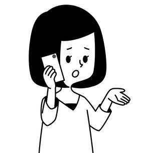 スマートフォンで通話する女性-白黒のイラスト素材 [FYI04484689]