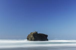 白兎海岸の淤岐之島の写真素材 [FYI04485193]