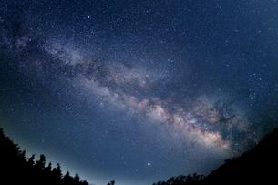 夏の天の川の写真素材 [FYI04485671]