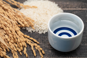 米と日本酒の写真素材 [FYI04486496]