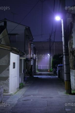 夜道の写真素材 [FYI04486509]