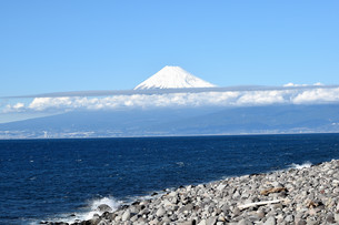 伊豆の戸田から見る富士山の写真素材 [FYI04486625]