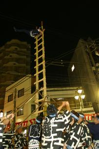 10月 川越祭りの夜 -出初式-の写真素材 [FYI04486709]