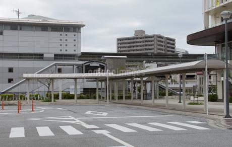 駅に隣接するタクシー乗り場の写真素材 [FYI04486739]