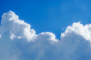 夏の入道雲と青空の写真素材 [FYI04486904]