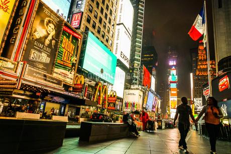 ニューヨーク・タイムズスクエア(TimesSquare)の夜景の写真素材 [FYI04486916]